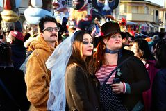 Άνθρωποι καρναβαλιού στις μάσκες Στοκ Εικόνες