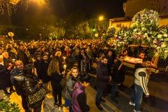 άνθρωποι κατά τη διάρκεια του εορτασμού ορθόδοξου Πάσχας - Vespers τη μεγάλη Παρασκευή Στοκ φωτογραφία με δικαίωμα ελεύθερης χρήσης