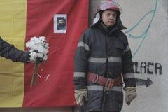 12.000 άνθρωποι Μάρτιος στη σιωπή για 30 νεκρά θύματα στη λέσχη πυρκαγιάς Στοκ Φωτογραφίες