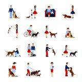 Άνθρωποι με τα σκυλιά καθορισμένα Στοκ Εικόνες