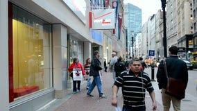 Άνθρωποι με την αφίσσα απεργίας, γραφείο της Verizon Wireless, Βοστώνη, ΗΠΑ, απόθεμα βίντεο