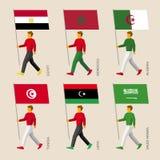 Άνθρωποι με τις σημαίες: Αίγυπτος, Λιβύη, Σαουδική Αραβία, Τυνησία, Μαρόκο, Αλγερία ελεύθερη απεικόνιση δικαιώματος