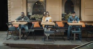 Άνθρωποι με Smartphones απόθεμα βίντεο