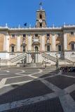 Άνθρωποι μπροστά από τα μουσεία Capitoline στην πόλη της Ρώμης, Ιταλία Στοκ φωτογραφίες με δικαίωμα ελεύθερης χρήσης