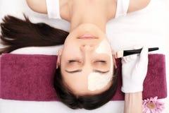 Άνθρωποι, ομορφιά, SPA, cosmetology και skincare έννοια - κλείστε επάνω στοκ εικόνα