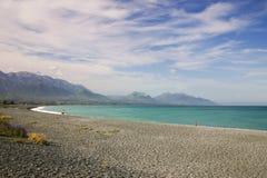 Άνθρωποι που έχουν τη διασκέδαση σε μια παραλία, νότιο νησί της Νέας Ζηλανδίας Στοκ Εικόνες
