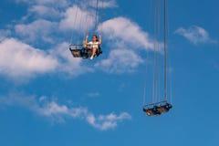 """Άνθρωποι που απολαμβάνουν το ιπτάμενο αστεριών του Ορλάντο Είναι ο πιό ψηλός γύρος ταλάντευσης """"world's που στέκεται σε 450 π στοκ εικόνα"""