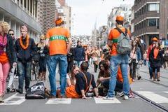Άνθρωποι που γιορτάζουν σε Koninginnedag 2013 Στοκ Εικόνα