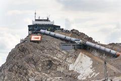 Άνθρωποι που γύρω από το σταθμό βουνών Dachstein Hunerkogel, Άλπεις, Αυστρία Στοκ φωτογραφίες με δικαίωμα ελεύθερης χρήσης