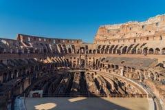 Άνθρωποι που επισκέπτονται Colosseum Στοκ Φωτογραφίες