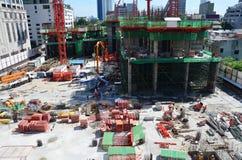 Άνθρωποι που εργάζονται στο εργοτάξιο οικοδομής στη Μπανγκόκ Ταϊλάνδη Στοκ Εικόνα