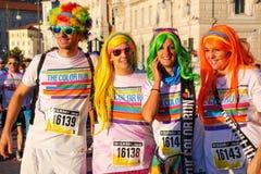 Άνθρωποι που θέτουν για τις φωτογραφίες του χρώματος που οργανώνεται κατά τη διάρκεια στην Τεργέστη, Ιταλία Στοκ Φωτογραφία