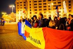 Άνθρωποι που διαμαρτύρονται με τη ρουμανική σημαία, Βουκουρέστι, Ρουμανία Στοκ φωτογραφία με δικαίωμα ελεύθερης χρήσης
