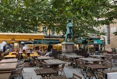 Άνθρωποι που κάθονται σε έναν καφέ σε ισχύ du Forum, Arles, Προβηγκία, Γαλλία Στοκ Φωτογραφίες