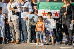 Άνθρωποι που καταγγέλλουν τα συριακά airstrikes Douma Στοκ φωτογραφίες με δικαίωμα ελεύθερης χρήσης