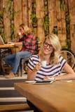 Άνθρωποι που πίνουν το espresso Στοκ εικόνα με δικαίωμα ελεύθερης χρήσης