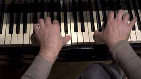 Άνθρωποι που παίζουν στο πιάνο απόθεμα βίντεο
