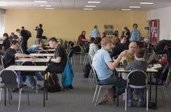 Άνθρωποι που παίζουν τα παιχνίδια γραφείων στο δωμάτιο των παιχνιδιών γραφείων σε Animefest Στοκ φωτογραφία με δικαίωμα ελεύθερης χρήσης