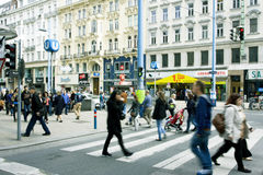 Άνθρωποι που περπατούν μέσω της κεντρικής οδού Austr στοκ εικόνα με δικαίωμα ελεύθερης χρήσης