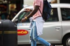 Άνθρωποι που περπατούν στην οδό της Οξφόρδης, ο κύριος προορισμός Londoners για τις αγορές έννοια σύγχρονης ζωής Λονδίνο στοκ φωτογραφίες