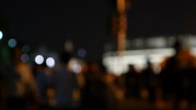 Άνθρωποι που περπατούν στο υπόβαθρο νύχτας πόλεων Από το υπόβαθρο Ταϊλάνδη 4k 25FPS εστίασης φιλμ μικρού μήκους