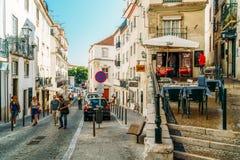 Άνθρωποι που περπατούν τη στο κέντρο της πόλης πόλη της Λισσαβώνας στην Πορτογαλία Στοκ φωτογραφίες με δικαίωμα ελεύθερης χρήσης