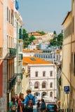 Άνθρωποι που περπατούν τη στο κέντρο της πόλης πόλη της Λισσαβώνας στην Πορτογαλία Στοκ εικόνα με δικαίωμα ελεύθερης χρήσης