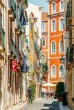 Άνθρωποι που περπατούν τη στο κέντρο της πόλης πόλη της Λισσαβώνας στην Πορτογαλία Στοκ Εικόνες