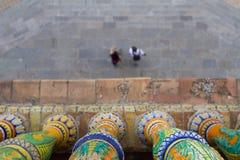 Άνθρωποι που περπατούν Plaza de Espana, Σεβίλη Στοκ φωτογραφία με δικαίωμα ελεύθερης χρήσης