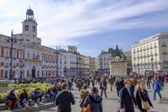Άνθρωποι που περπατούν Plaza del Sol, Μαδρίτη Στοκ εικόνα με δικαίωμα ελεύθερης χρήσης