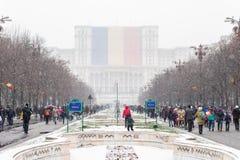 Άνθρωποι που πηγαίνουν να γιορτάσει τη εθνική μέρα Romania's Στοκ Εικόνες
