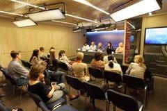 Άνθρωποι που συμμετέχουν στη συνεδρίαση Στοκ Εικόνα