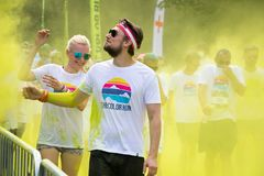 Άνθρωποι που συμμετέχουν στο χρώμα που οργανώνεται στην Πράγα στοκ εικόνες με δικαίωμα ελεύθερης χρήσης