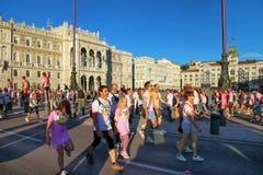 Άνθρωποι που συμμετέχουν στο χρώμα που οργανώνεται στην Τεργέστη, Ιταλία Στοκ Φωτογραφίες