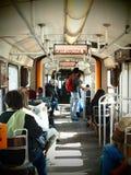 Άνθρωποι που ταξιδεύουν μέσα σε ένα τραμ Στοκ Εικόνες