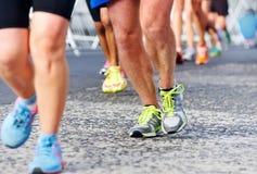 Άνθρωποι που τρέχουν το μαραθώνιο στοκ εικόνα