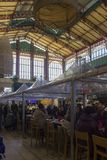 Άνθρωποι που τρώνε σε Mercato centrale στη Φλωρεντία Στοκ Φωτογραφίες