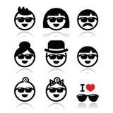 Άνθρωποι που φορούν τα γυαλιά ηλίου, εικονίδια διακοπών καθορισμένα Στοκ εικόνα με δικαίωμα ελεύθερης χρήσης