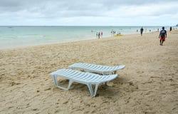 Άνθρωποι που χαλαρώνουν κατά τη διάρκεια των διακοπών στην παραλία Boracay Στοκ εικόνα με δικαίωμα ελεύθερης χρήσης