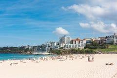 Άνθρωποι που χαλαρώνουν στην παραλία Bondi στο Σίδνεϊ, Αυστραλία στοκ φωτογραφία με δικαίωμα ελεύθερης χρήσης