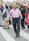 Άνθρωποι που χορεύουν στην οδό στην απόδοση σφαιρών υπηκοοτήτων Στοκ εικόνα με δικαίωμα ελεύθερης χρήσης