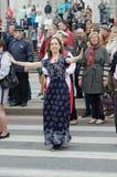 Άνθρωποι που χορεύουν στην οδό στην απόδοση σφαιρών υπηκοοτήτων Στοκ φωτογραφία με δικαίωμα ελεύθερης χρήσης