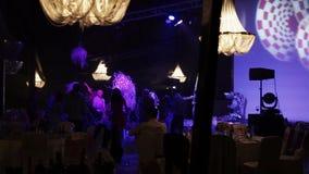 Άνθρωποι που χορεύουν στο κόμμα φιλμ μικρού μήκους