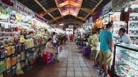 Άνθρωποι που ψωνίζουν στην αγορά νύχτας του Ben Thanh Chi Ho minh φιλμ μικρού μήκους