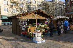 Άνθρωποι που ψωνίζουν στις παραδοσιακές αγορές Χριστουγέννων στην πλατεία Masaryk, Οστράβα Στοκ φωτογραφία με δικαίωμα ελεύθερης χρήσης