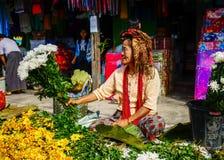 Άνθρωποι σε μια αγροτική αγορά σε Yangon, το Μιανμάρ Στοκ Εικόνα