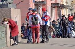 Άνθρωποι σε μια οδό πόλεων Στοκ Εικόνα