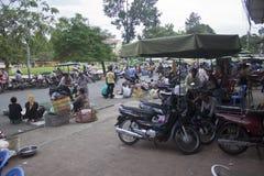 Άνθρωποι σε μια οδό σε Pnom Penh Στοκ φωτογραφία με δικαίωμα ελεύθερης χρήσης