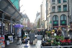 Άνθρωποι σε μια παλαιά αγορά Στοκ φωτογραφίες με δικαίωμα ελεύθερης χρήσης
