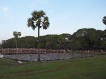 Άνθρωποι σε Angkor Wat για να δει την ανατολή Στοκ φωτογραφία με δικαίωμα ελεύθερης χρήσης
